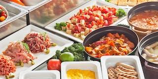 60種類以上のメニューが並ぶ和洋朝食バイキング