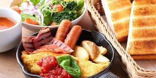 【ご朝食】名古屋コーチンの卵を使ったオムレツ バジルトマトソース添え