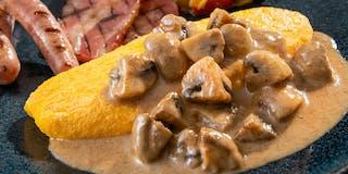 朝食ハーフビュッフェ「濃厚マッシュルームソースのオムレツ」