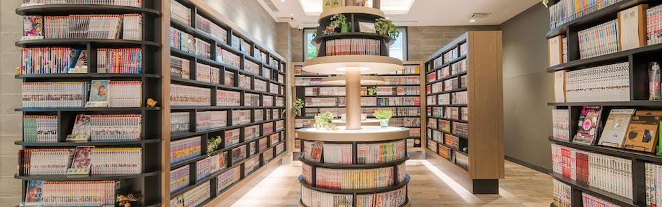 クインテッサホテル大阪心斎橋 Comic & Books