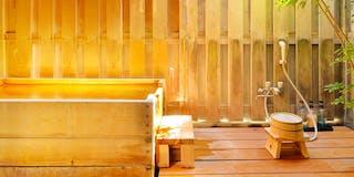源泉かけ流し半露天風呂付和室10畳-大きめの檜風呂タイプ