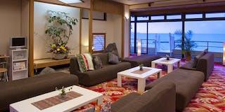ロビー ロビーからも「絶景の日本海」をお楽しみいただけます。