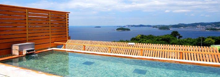 天空露天風呂で絶景を眺めながらくつろぐ 天空海遊の宿 末広(愛知県/西浦温泉)