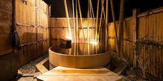月乃湯:木曽産の高野槙を使った樽型の露天風呂です。