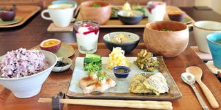 地元の沖縄食材をふんだんに使った和琉食