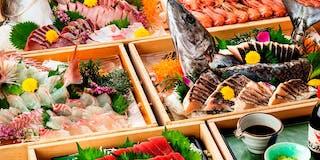 夕食ビュッフェ 地魚の刺身がズラリ!