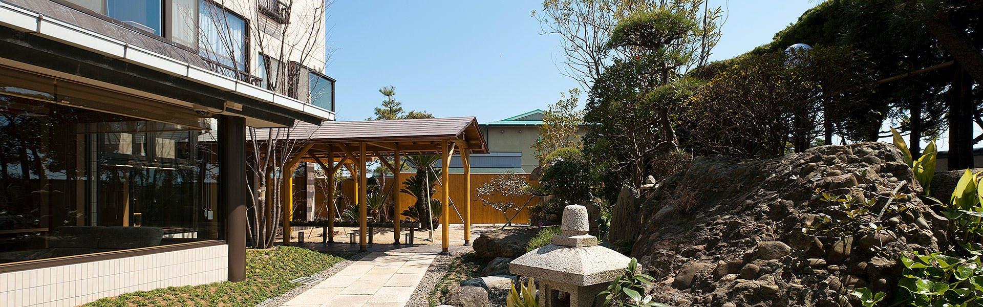 外観と庭園
