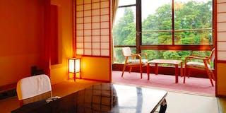 和賀川の清流を眺める和室