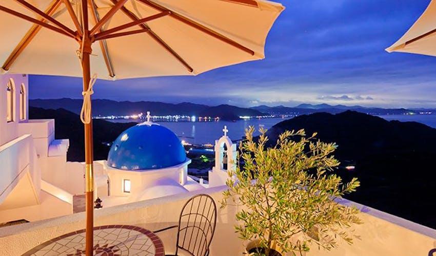 ホテル 高知 ギリシャ まるでエーゲ海リゾート♡高知県の絶景隠れ家ホテル「ヴィラサントリーニ」