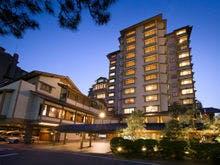 和倉温泉で観光に便利な立地にある温泉宿でおすすめはありますか?