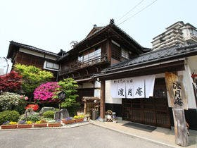 和倉温泉で平日にのんびりと楽しめる宿を教えてください。