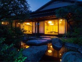 祖父母を連れて伊豆長岡温泉に行きます。バス送迎のあるオススメの宿を教えてください。