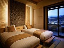和洋特別室 河口湖側のベッドルーム