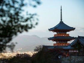 高さ約31メートルの国内最大級の三重塔