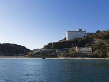下田付近で部屋から海が見下ろせる温泉宿を教えてください