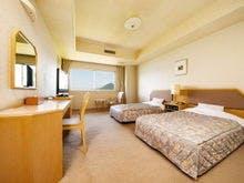 和室と洋室、湖を望む広縁がついた特別室