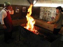 藁の強烈な強火で炙るカツオのたたき体験