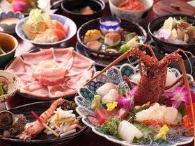 伊勢海老のお造りを中心をした和食会席料理