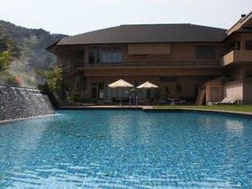 大谷山荘 屋外ガーデンプール