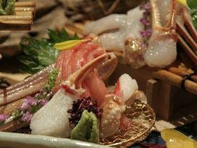 手前:冷凍蟹、奥:活蟹