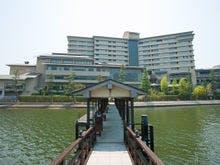 女子旅で舘山寺温泉に行くのでマッサージかエステが体験できる宿を教えてください。