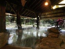 敬老の日に祖父と二人で定山渓温泉に行きます。昔ながらの宿はありますか?