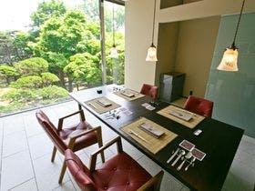 函館山の夜景をみて、湯の川温泉で温泉とビール。そんな男一人旅にベストな宿を教えてください。