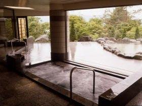 富士山が見える山中湖温泉で紅葉を眺めながらゆっくりできる温泉宿を教えてほしいです。