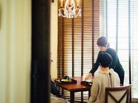 お食事はレストラン棟の個室にて