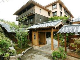 2万円以内で泊まれる貸切風呂のある草津温泉の宿でお勧めはありますか?