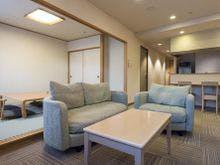 和室と洋室がセットになったお部屋です。