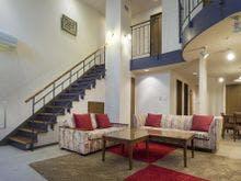 お部屋に階段がある2階層のお部屋です。