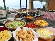 諏訪湖を眺む会場で気持ち良い朝食