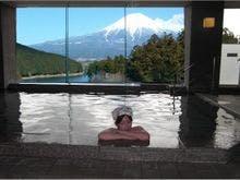 雪をかぶった富士山を一望できる静岡の温泉宿を探しています。