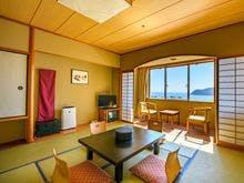 和室10畳のお部屋です。海側3階