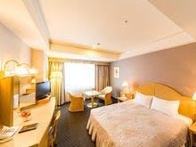 25.2平米のお部屋に160センチ以上のベッド