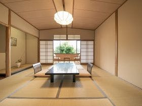 【素泊まり】美術館のような宿で、金泉・銀泉の二種類の湯を堪能
