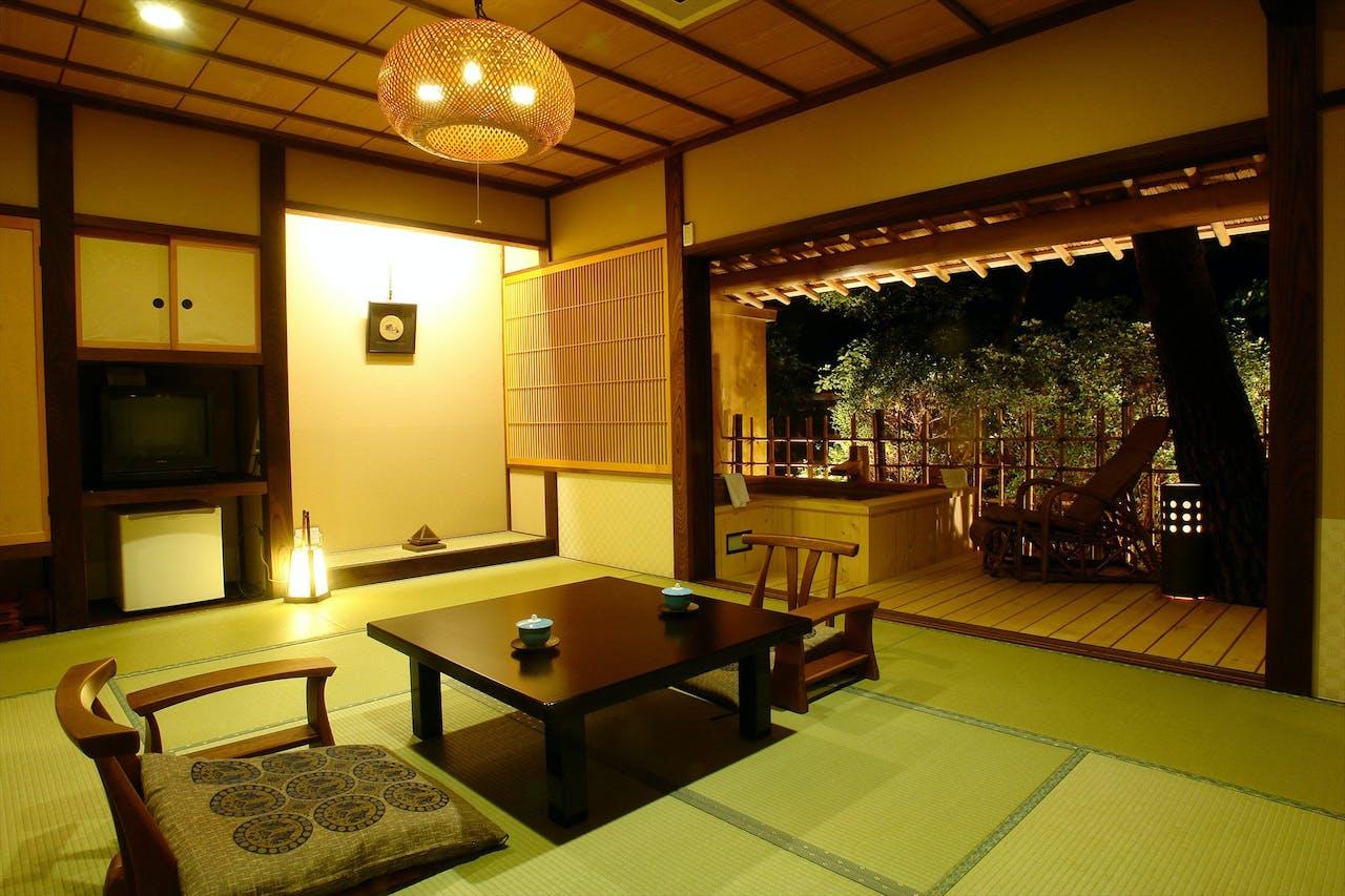 飛騨高山の旅館、花扇別邸いいやまです