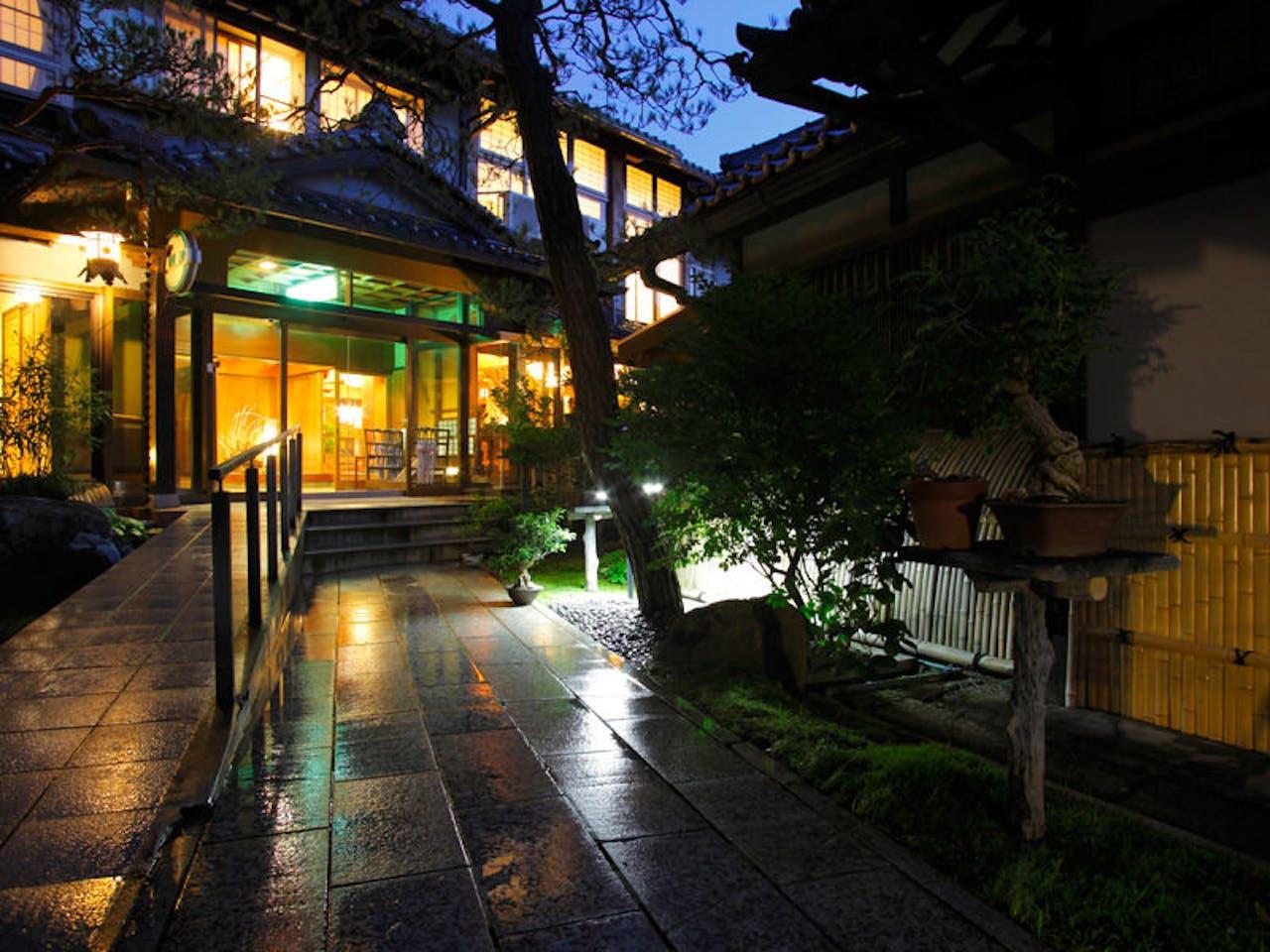 飛騨高山の花扇別邸いいやま