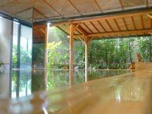 総桧風呂で柔らかな湯触りをお楽しみ下さい