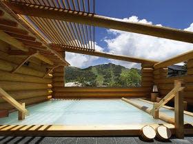 万座温泉で彼氏とのんびり露天風呂を満喫できる宿を教えてください。