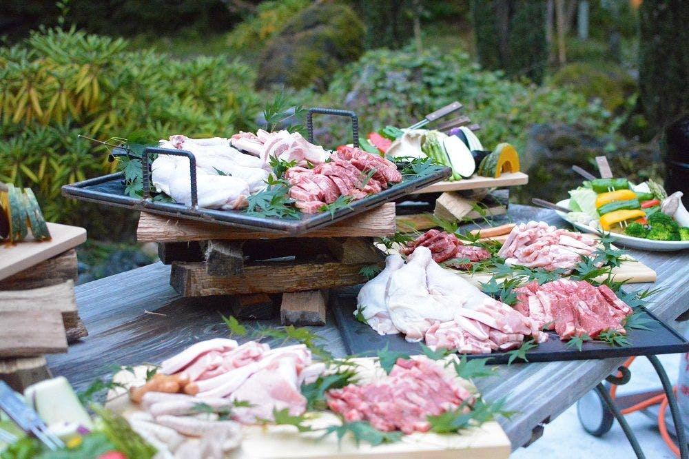 森のガーデンで本格BBQや地ワインを堪能