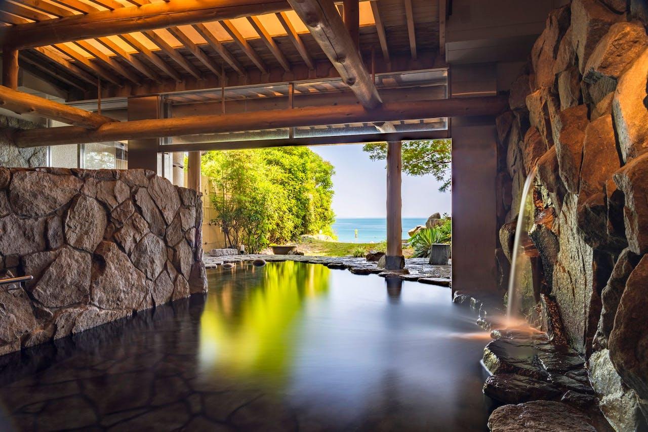 鳴門の海を見渡す露天風呂