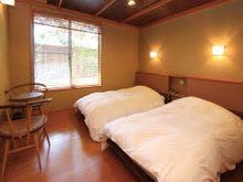 【本館A】洋室+和室十畳+半露天付客室。