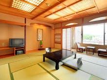 嬉野川に面した和室は12.5帖ととっても広々