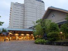30代会社員です。和倉温泉でマッサージやエステが受けられる宿を教えて!