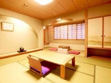 ゆったり広めの和室です