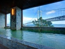 大浴場から見える鳴門海峡大橋