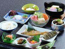 朝食は、お一人様ずつの和定食をご用意。