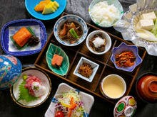 【朝食】郡山産ブランド米など地元食材を。